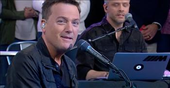 'Surrounded (Fight My Battles)' - Michael W. Smith Performs With Choir