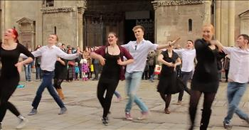 Flash Mob Proposal In Famous Vienna Square