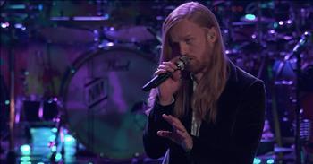 Contestant Performs NEEDTOBREATHE Hit On The Voice