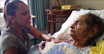 Woman Sings For Grandma With Dementia