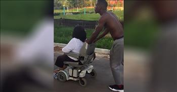 Man Pushes Woman Home When Wheelchair Breaks