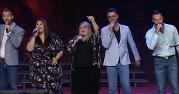 The Crabb Family Performs 'Chainbreaker'