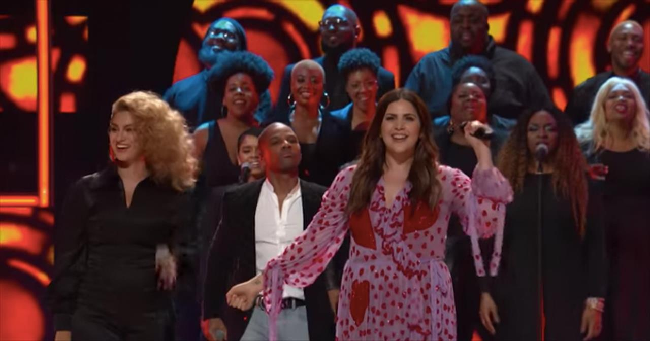 Hillary Scott, Tori Kelley, Kirk Franklin Wow Audience At CMT 2018 Awards