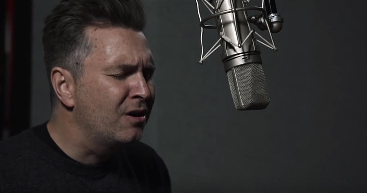 'Jesus Is Here' - Acoustic Christmas Worship From Travis Cottrell