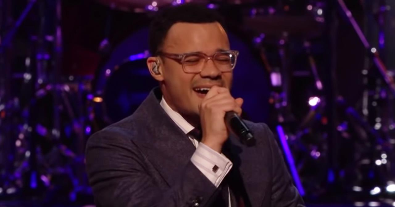 'New Ground' Tauren Wells Live Performance