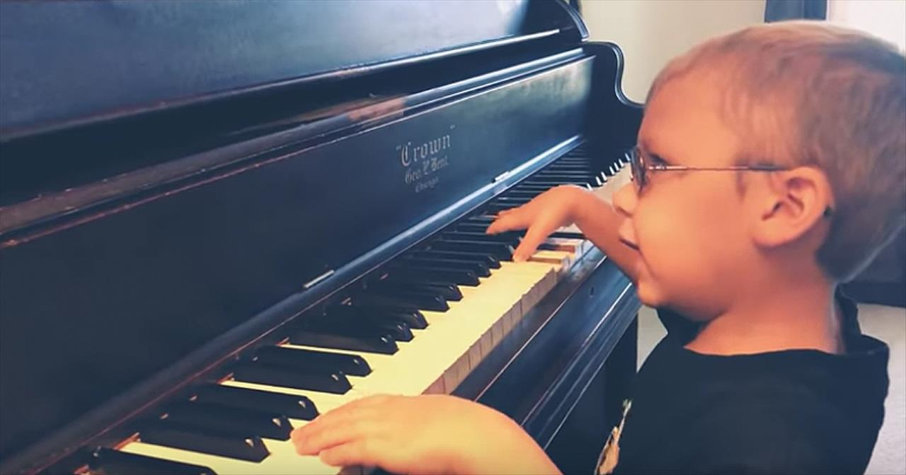6-Year-Old Blind Pianist Plays 'Bohemian Rhapsody' - Cute Videos