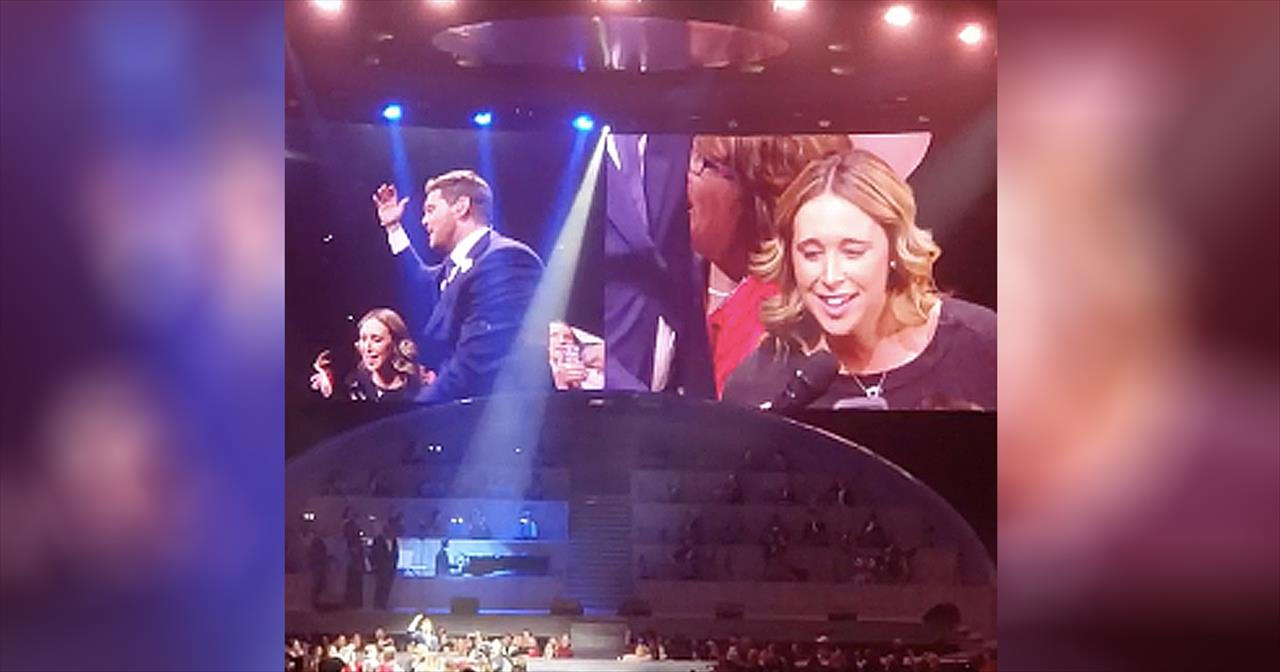 Michael Buble Stunned By Audience Member's 'Hallelujah' Cover -  Inspirational Videos