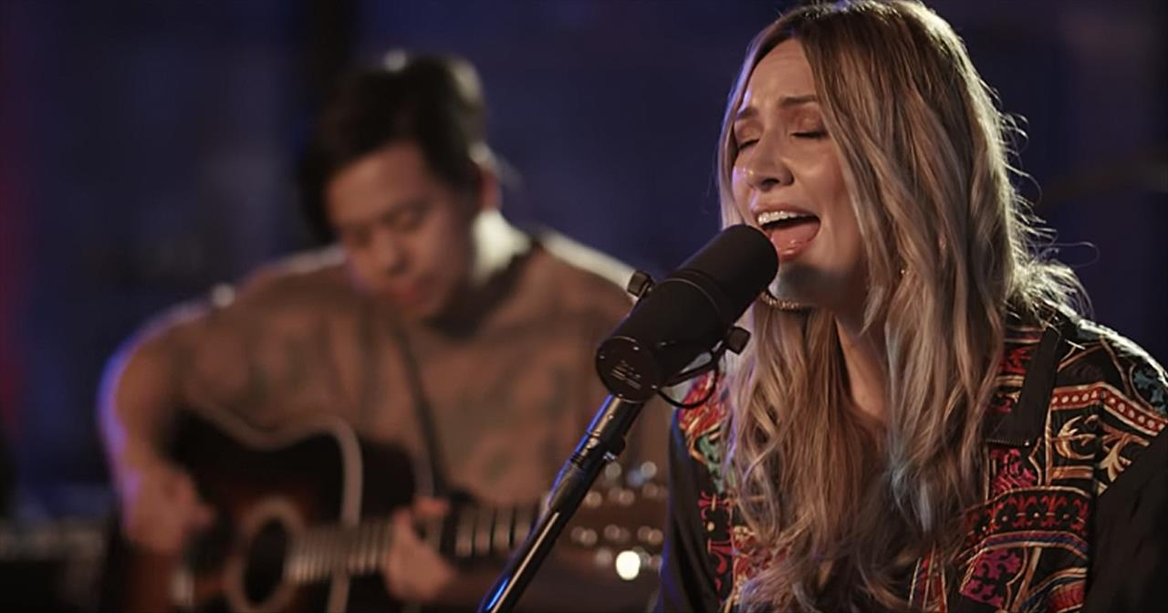 'Jesus Loves Me' Hillsong Young  Free Acoustic Performance