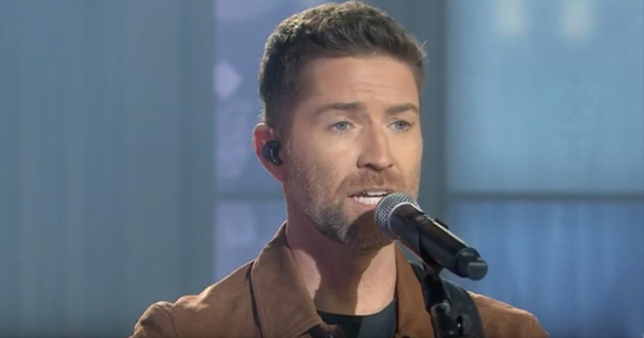 Josh Turner Perfoms 'I Saw The Light' On The Today Show