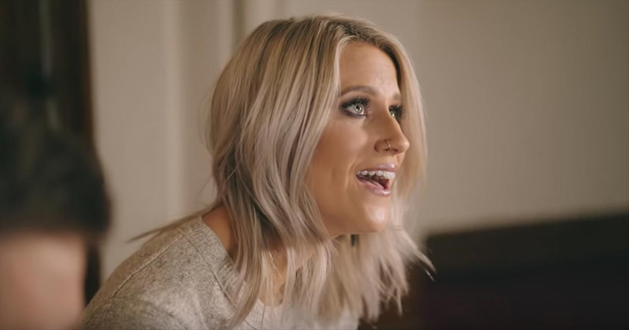 'Amazing Grace' Duet From Husband And Wife Caleb + Kelsey - Christian Music  Videos
