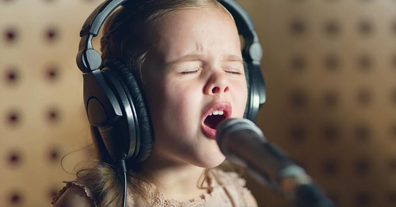 6-Year-Old Claire Crosby Sings 'Baby Mine' From Dumbo With Mom And Dad -  Kids' Videos