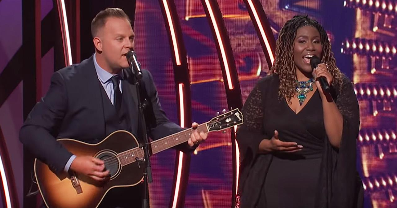 Matthew West And Mandisa Perform 'Blessed Assurance'