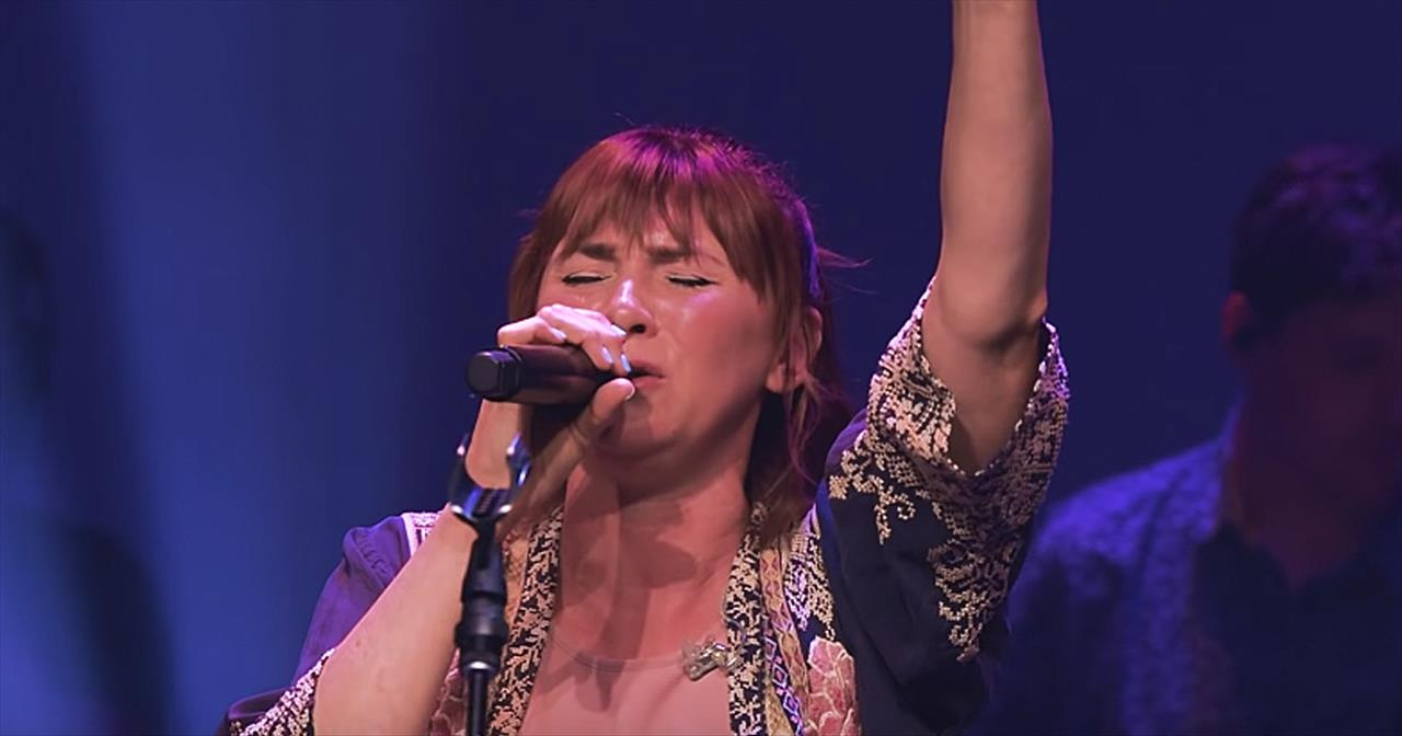 'Here Again' Performance From Kim Walker-Smith
