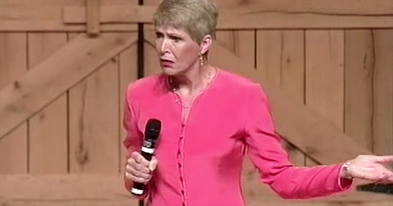 Jeanne Robertson's Mom Hilariously Fails At Making Dresses With Stripes