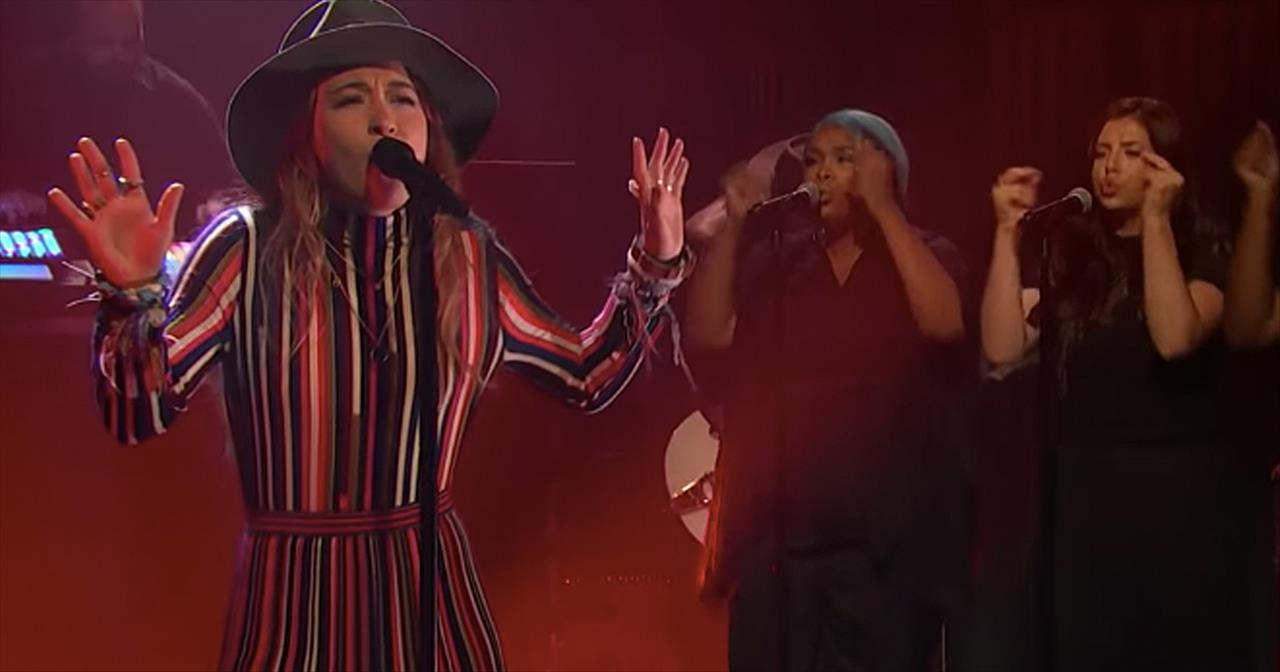 Lauren Daigle Performs 'Still Rolling Stones' On Late Night Show