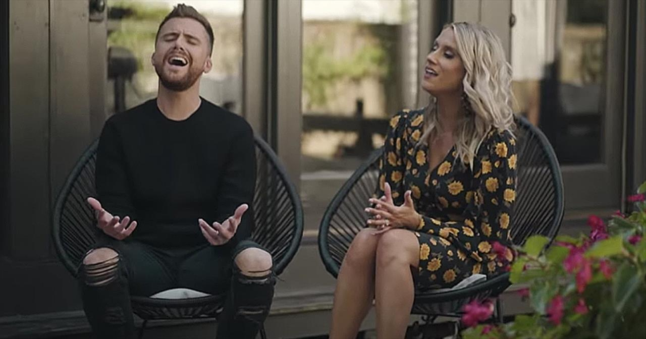 Christian Couple Caleb And Kelsey Sing Raise A Hallelujah