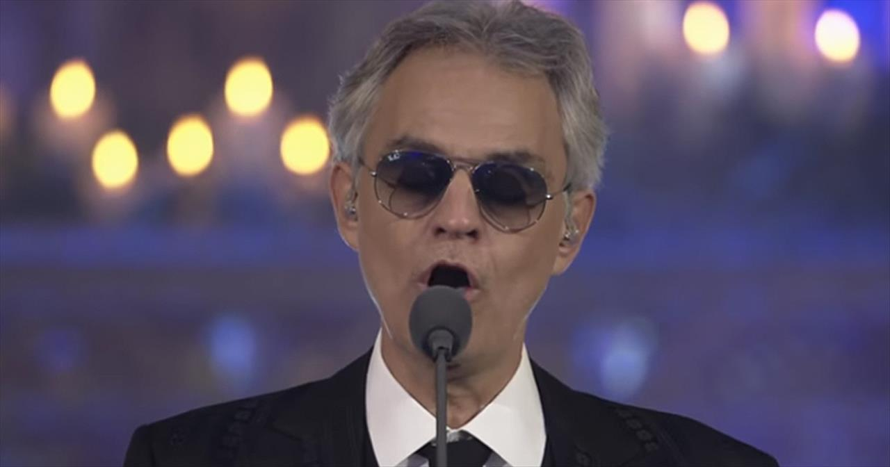 'Angels We Have Heard On High' Andrea Bocelli English And Italian Performance