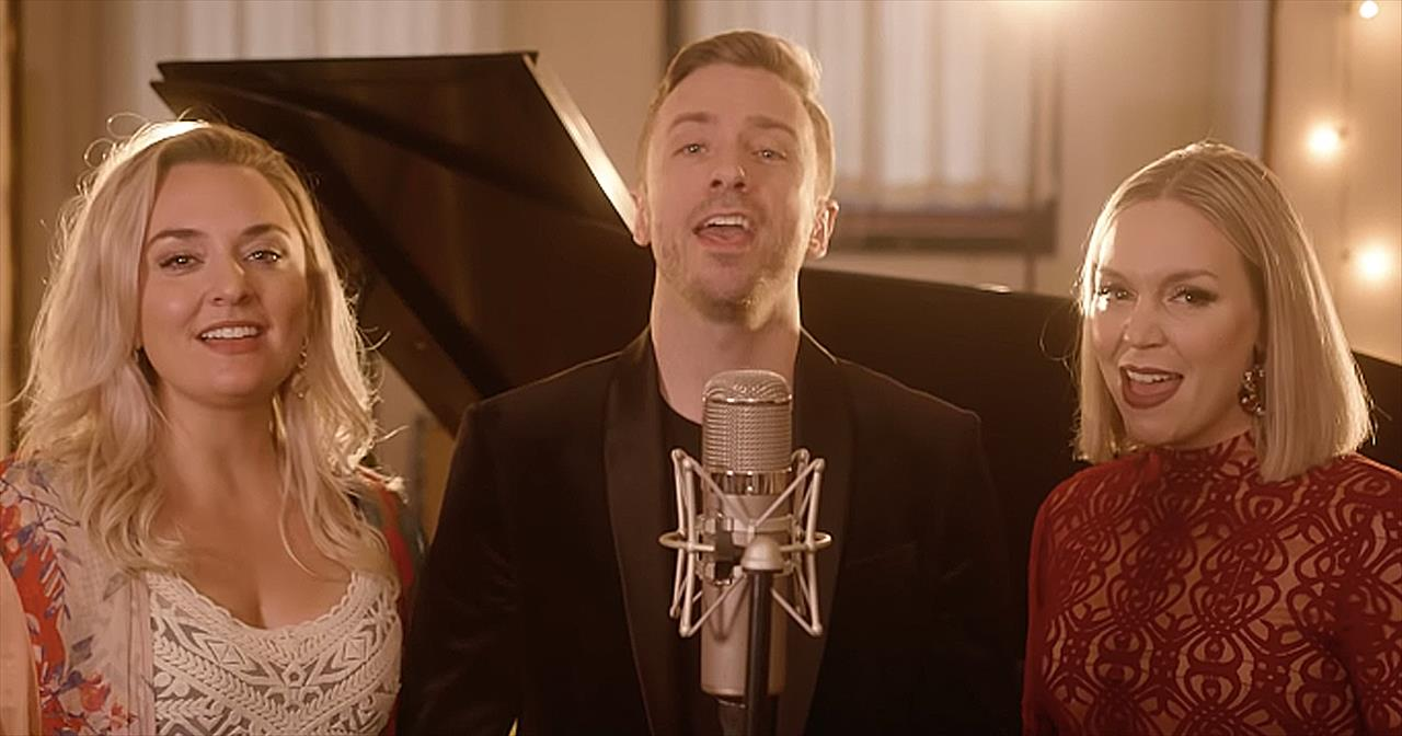 Peter Hollens Sings A Cappella 'Auld Lang Syne' For New Year