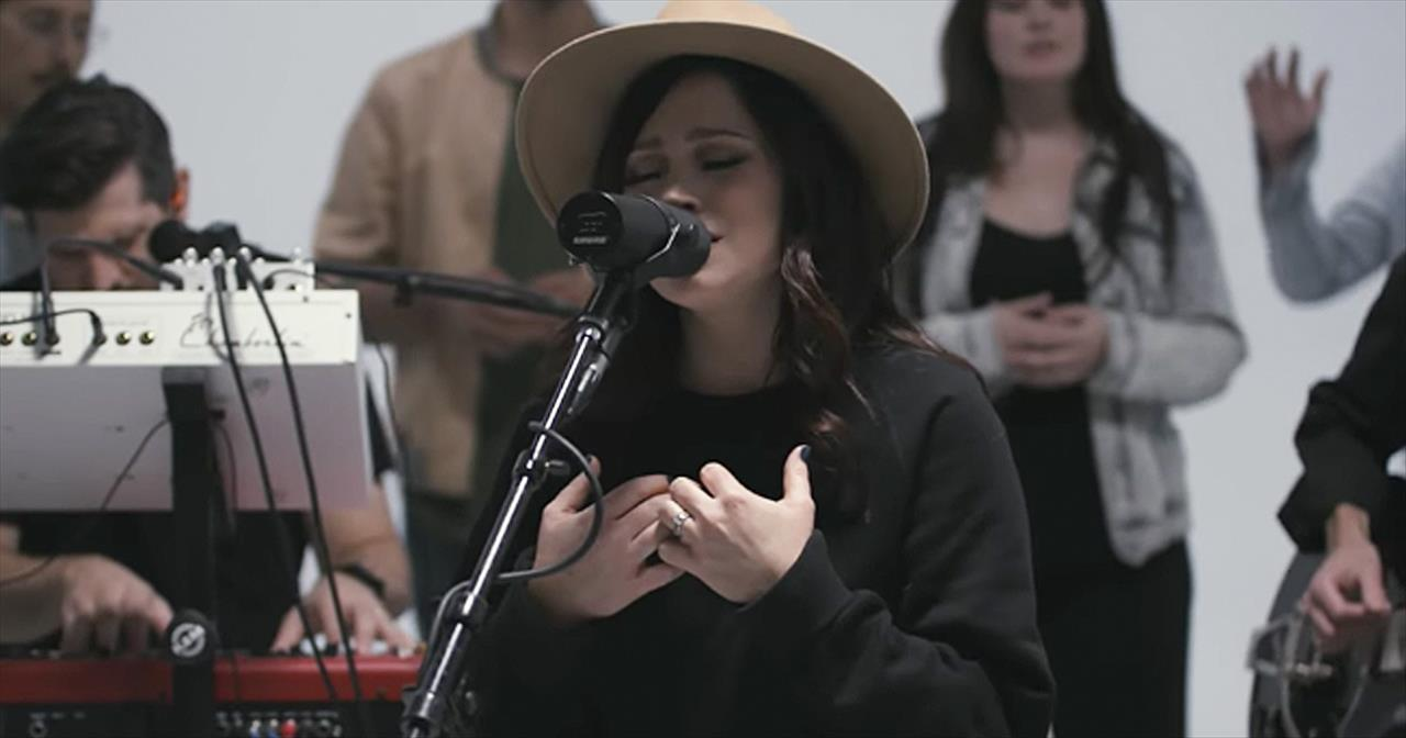 'Hosanna' Acoustic Performance From Kari Jobe And The Belonging Co