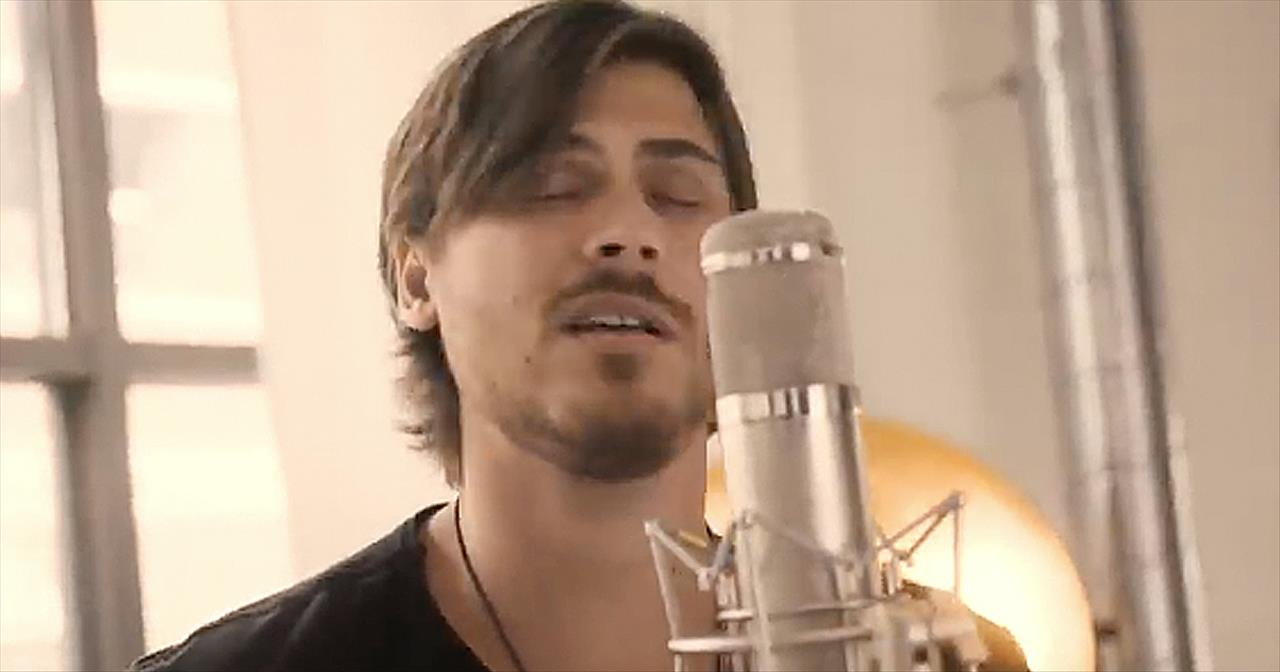 'The Father's House' Acoustic Worship From Cory Asbury