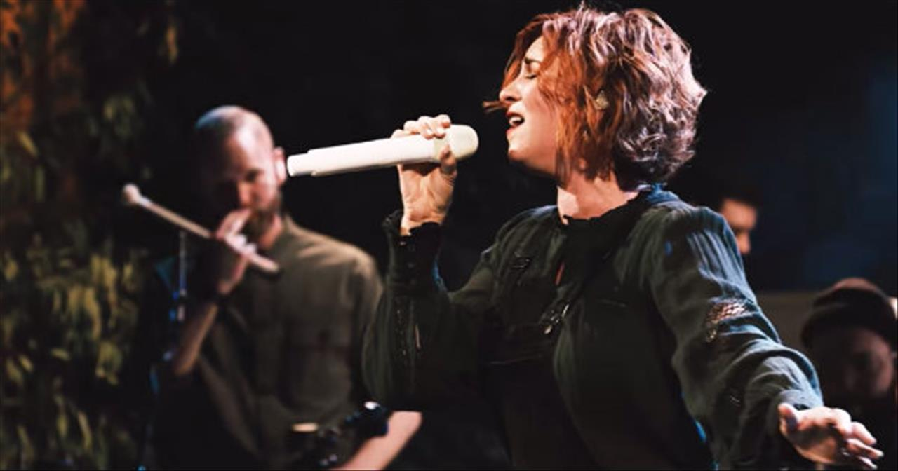 'Protector' Kim Walker-Smith Live Performance