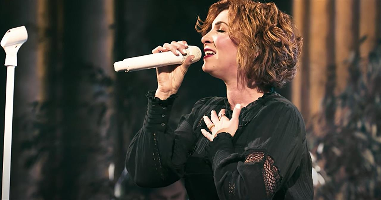 'Returning' Kim Walker-Smith Live Performance