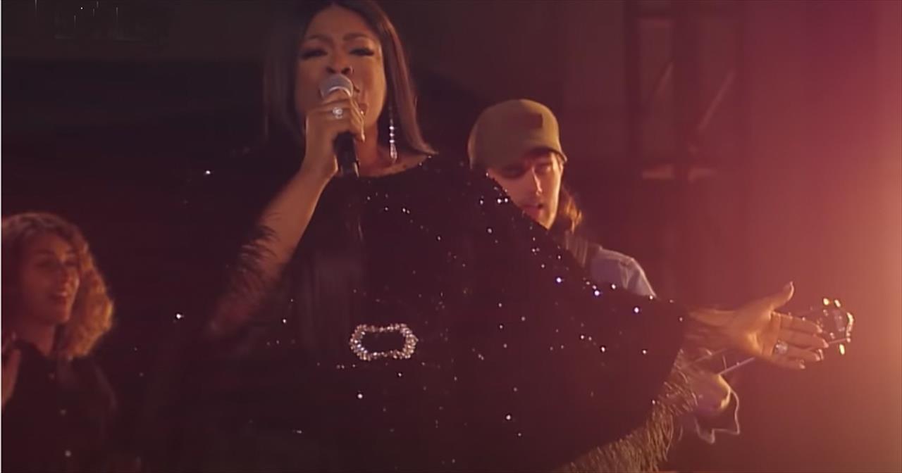 'Way Maker' Leeland Featuring Mandisa, Sinach And Maverick City At Dove Awards
