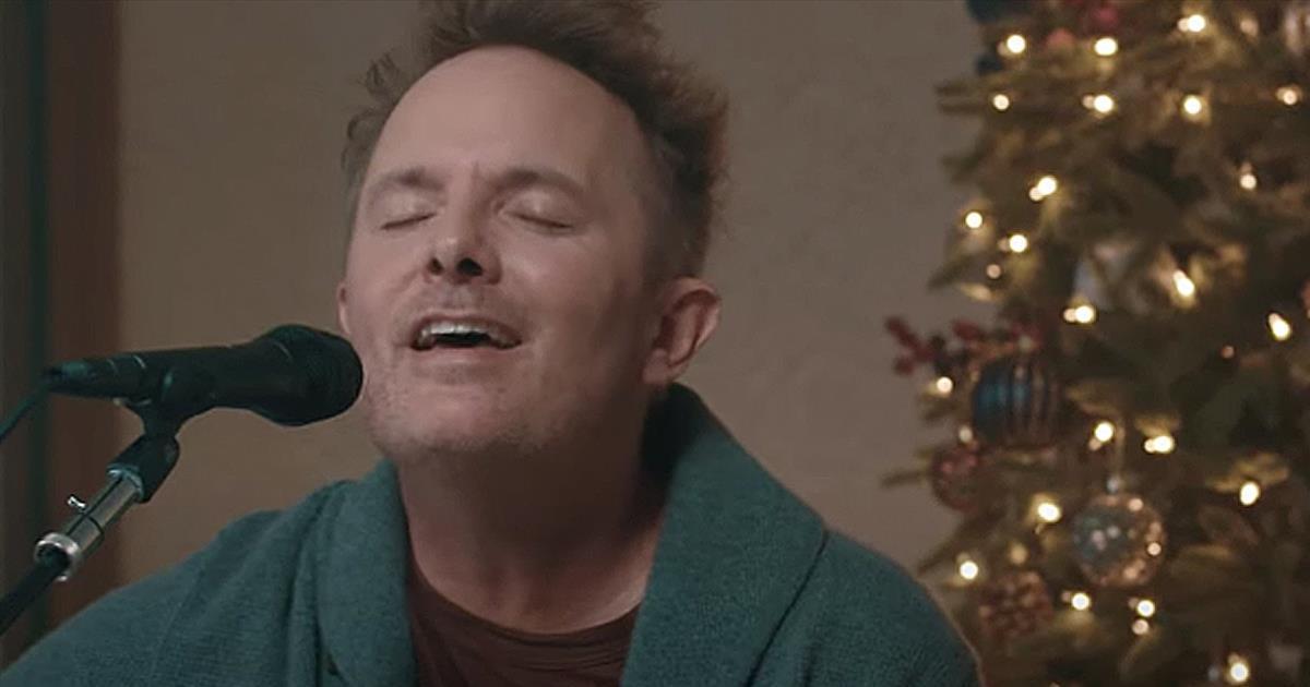 'All The World Awaits (Hosanna)' Chris Tomlin Acoustic Performance - Christian Music Videos