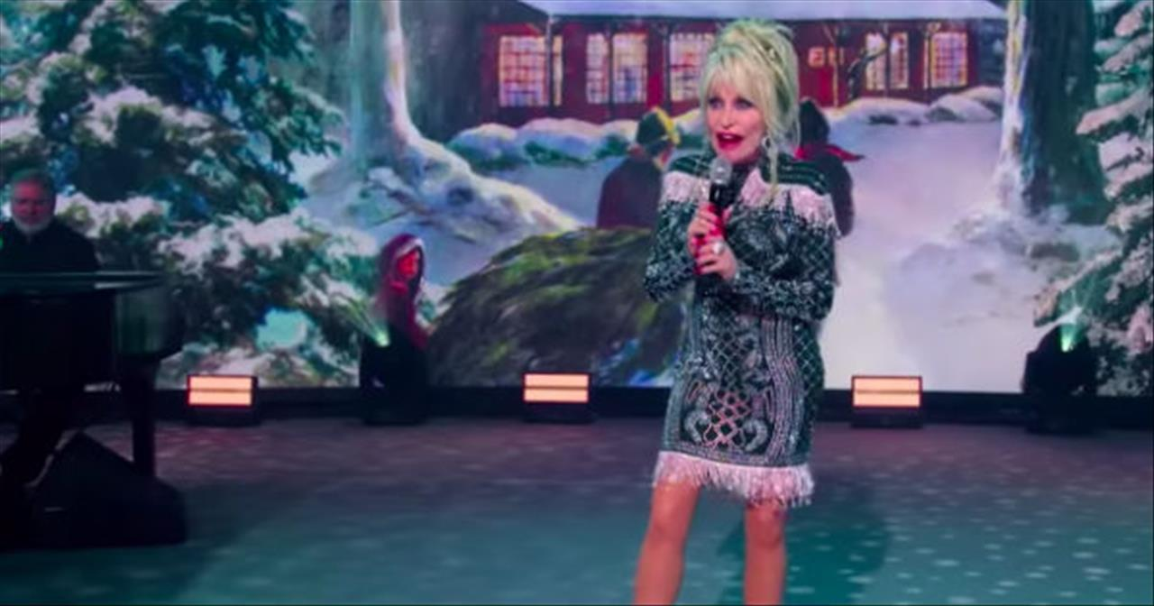 'Holly Jolly Christmas' Dolly Parton Performance