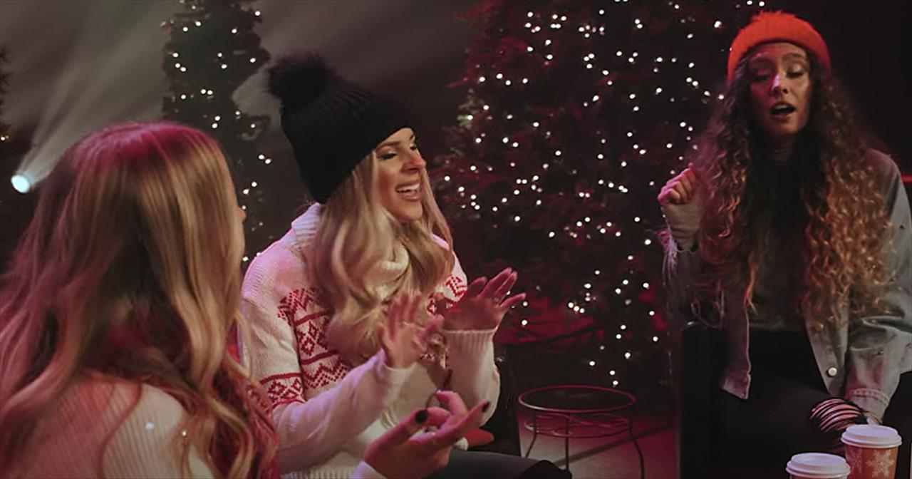 Trio Of Women Sing Christmas Medley With All Our Favorite Songs