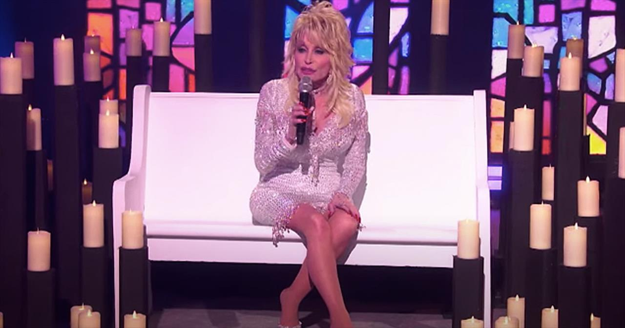 Dolly Parton Performs 'I'm Coming Home For Christmas'