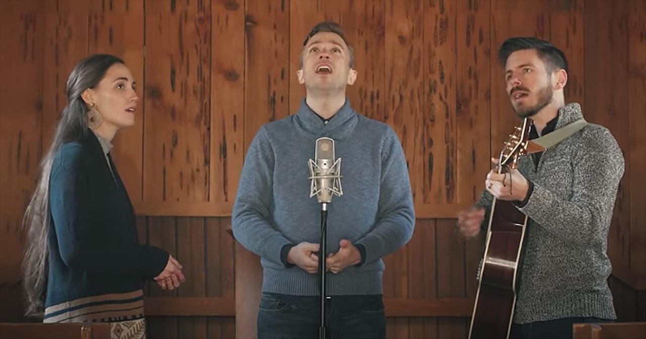'Away In A Manger' Peter Hollens And Friends Sing Hymn In Church