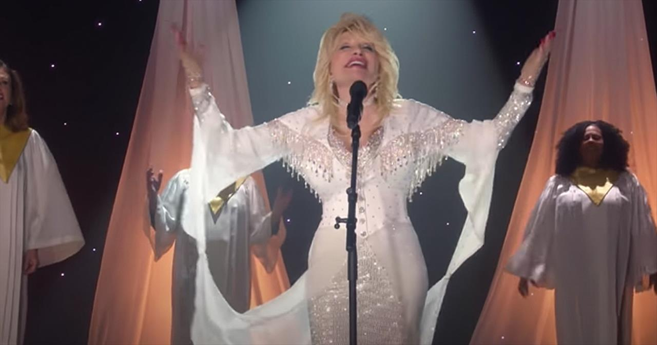 'I Still Believe' Dolly Parton And Choir Sing Touching Christmas Song