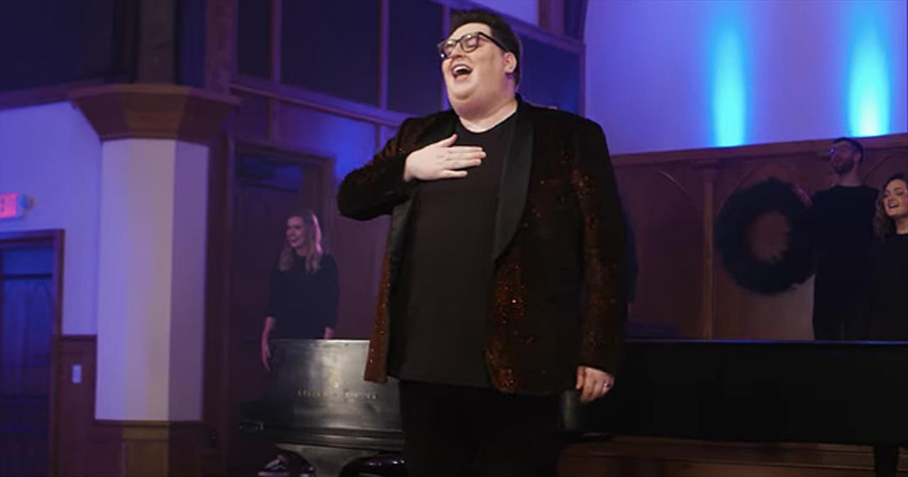 'Angels We Have Heard' Jordan Smith Live Christmas Performance