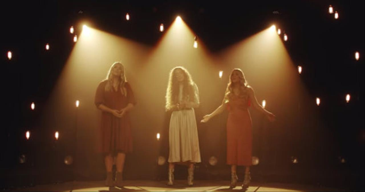 Trio Of Women Sing 'Hallelujah' Cover