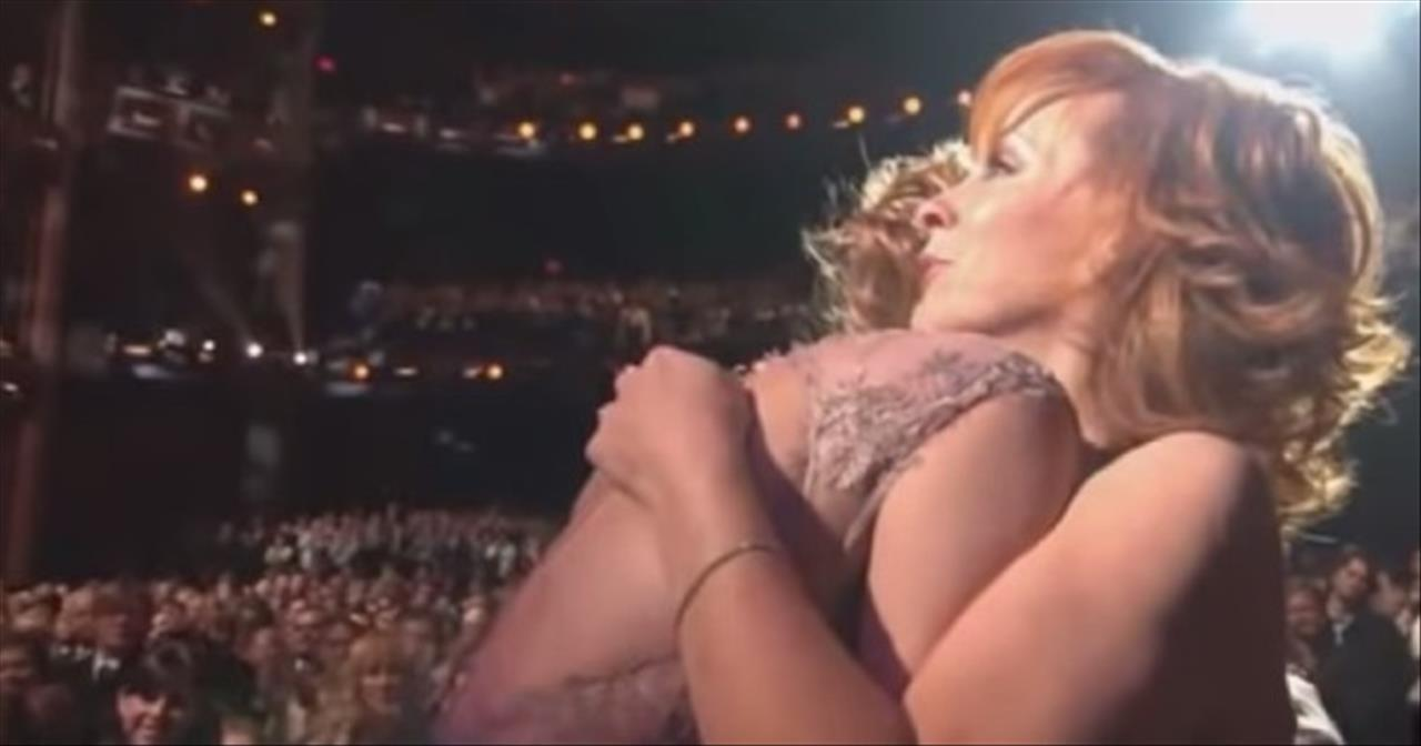 Reba McEntire Tears Up As LeAnn Rimes Sings 'The Greatest Man I Never Knew'
