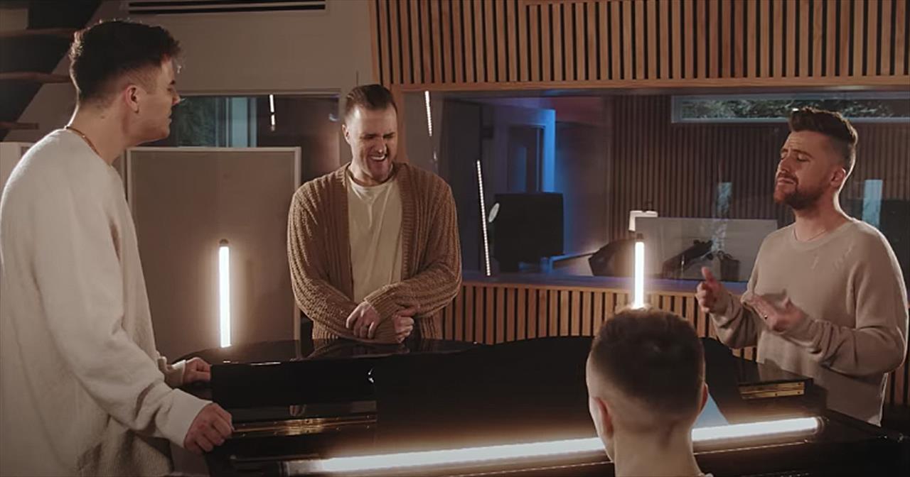 4 Men Sing 'You Raise Me Up' Josh Groban Cover