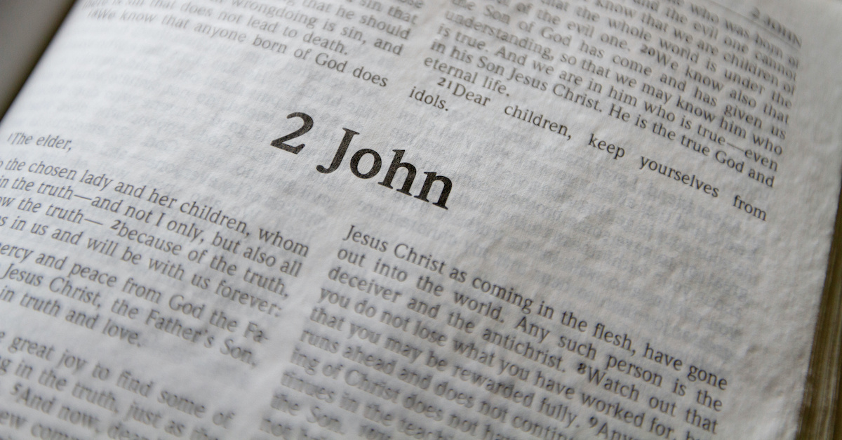 Bible open to 2 John, summary of 2 John