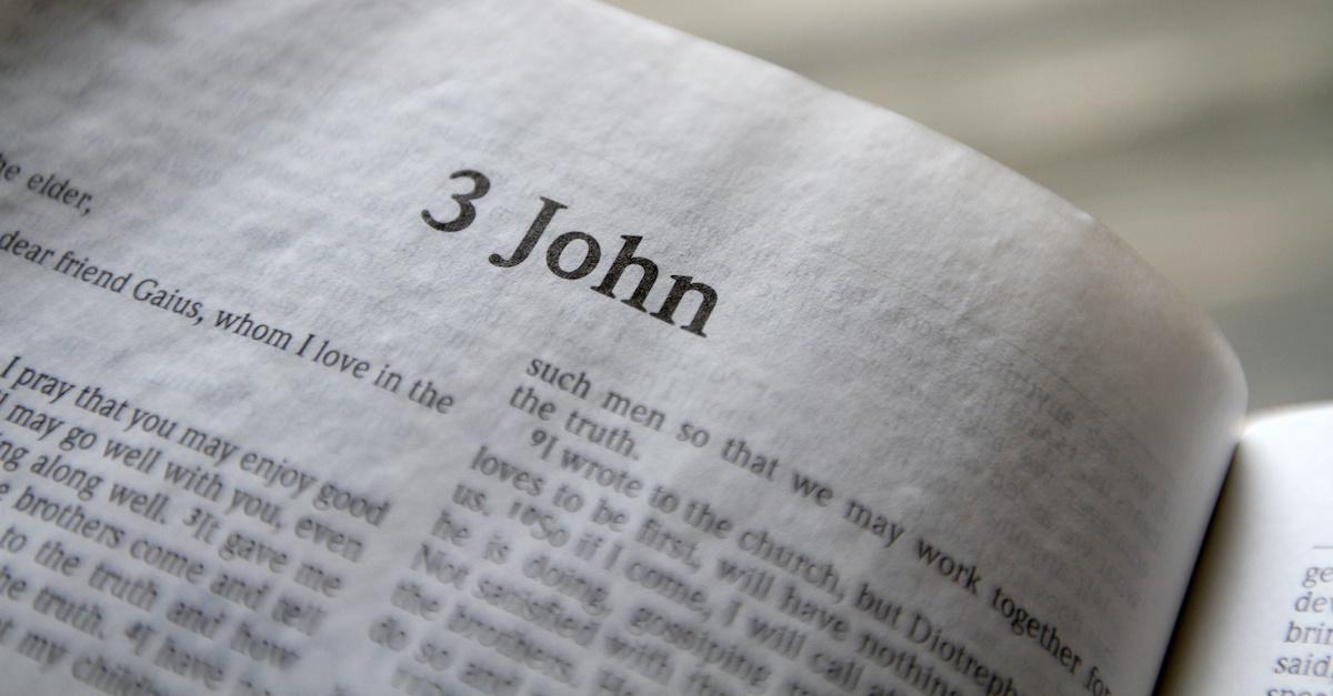 Bible open to 3 John, summary of 3 John