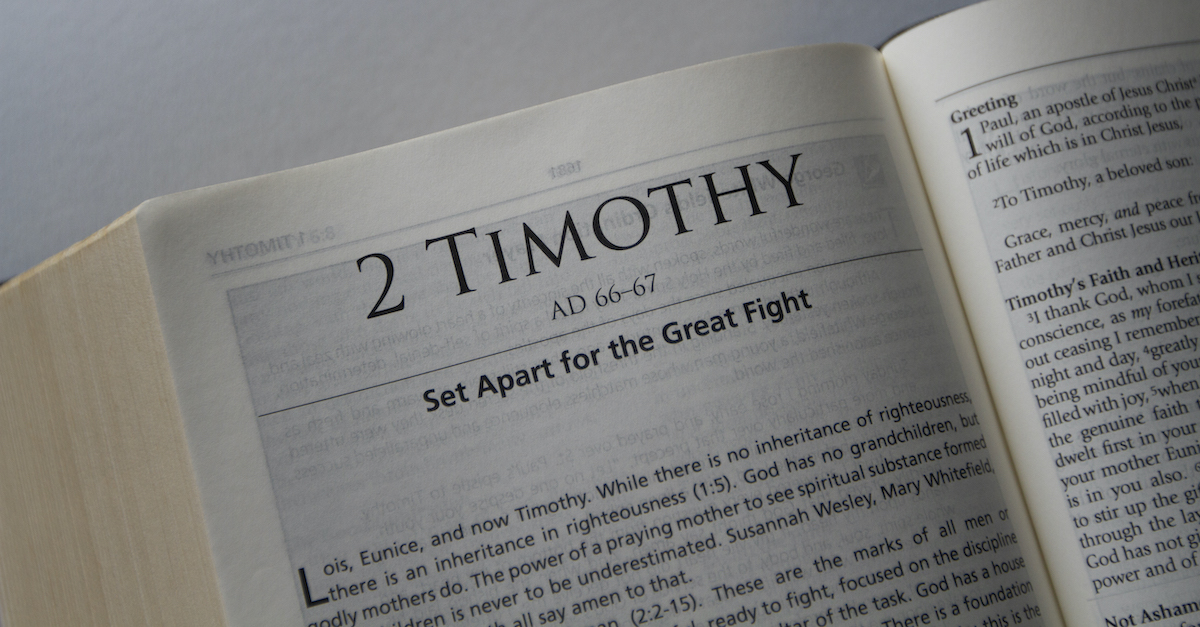 Bible open to 2 Timothy, summary of 2 Timothy