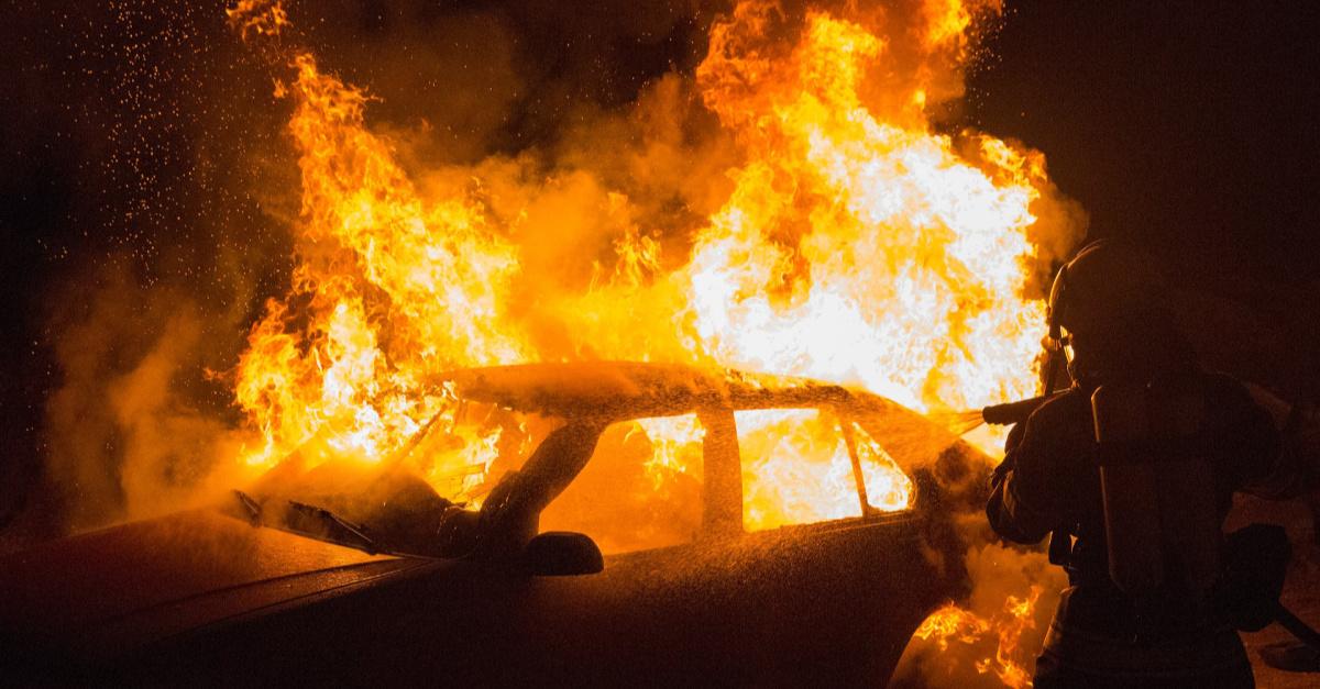 A car fire, man saves a cop from a fiery car