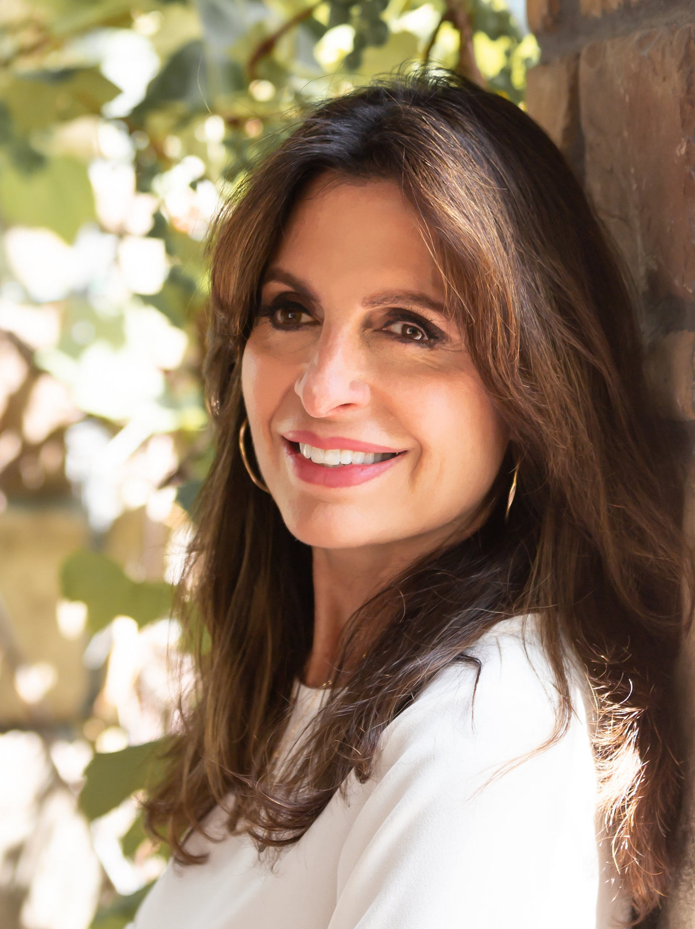 headshot of author Lisa Bevere