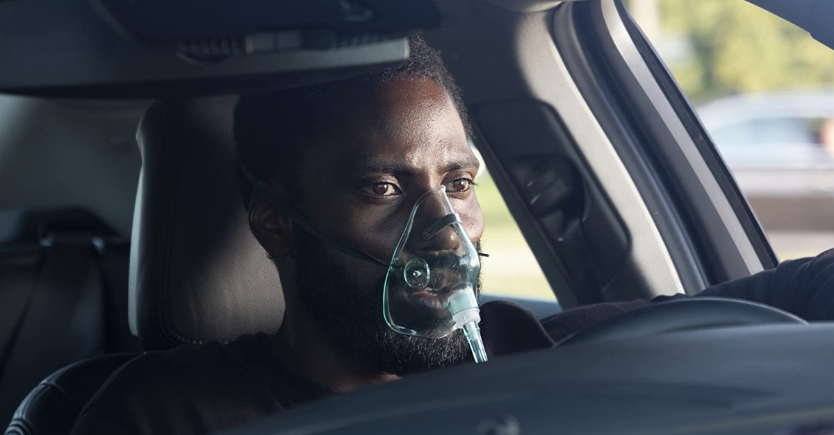 John David Washington wavering an oxygen mask