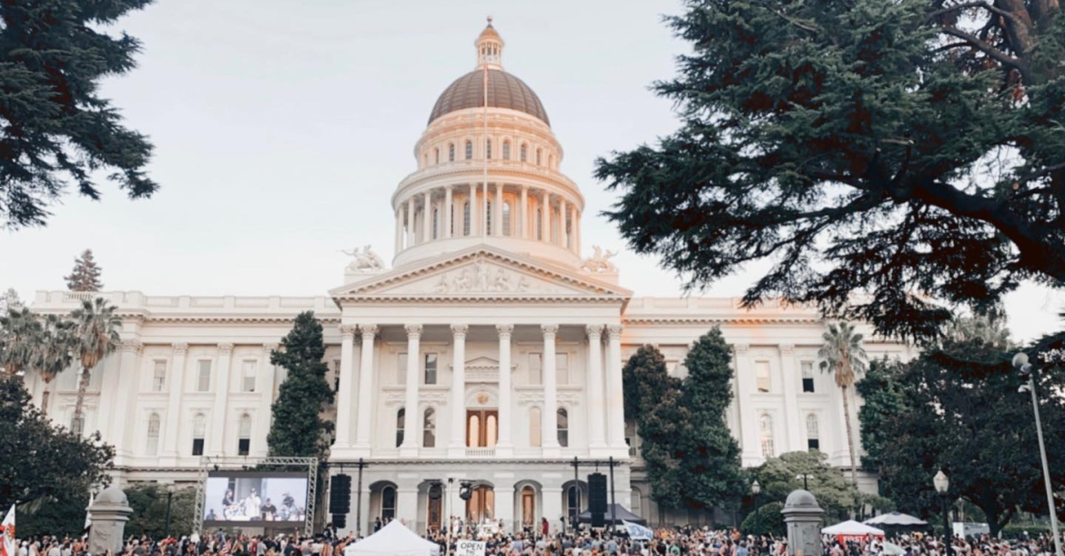Sean Feucht led revival at the CA Capitol, thousands of people gather for a revival at the California State Capitol