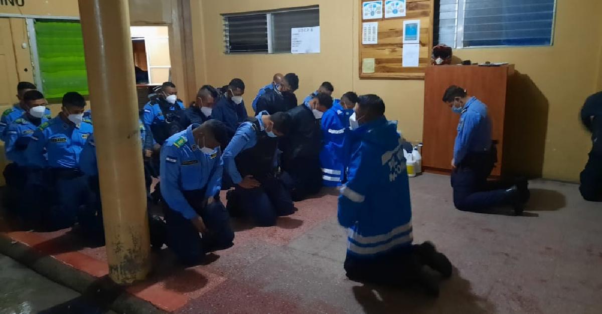 Police, Church Members Pray Together after Hurricane Iota Devastates Honduras