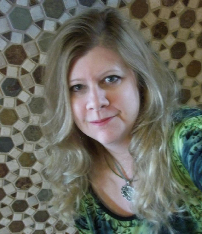 Lori Freeland headshot