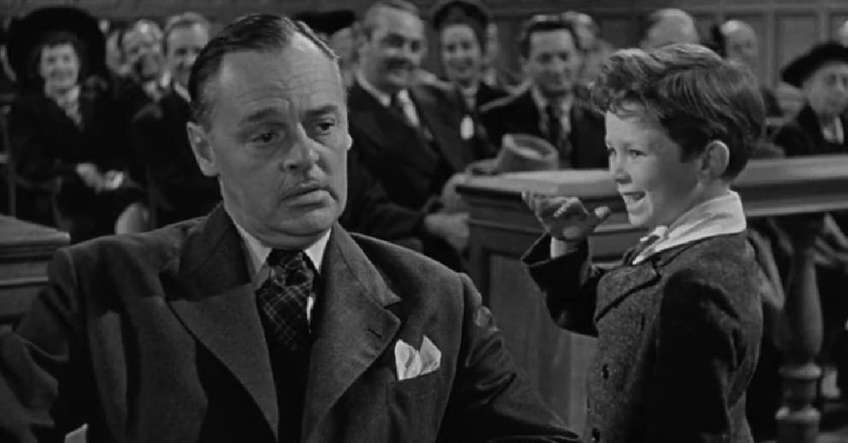 Miracle on 34th Street characters in a court room