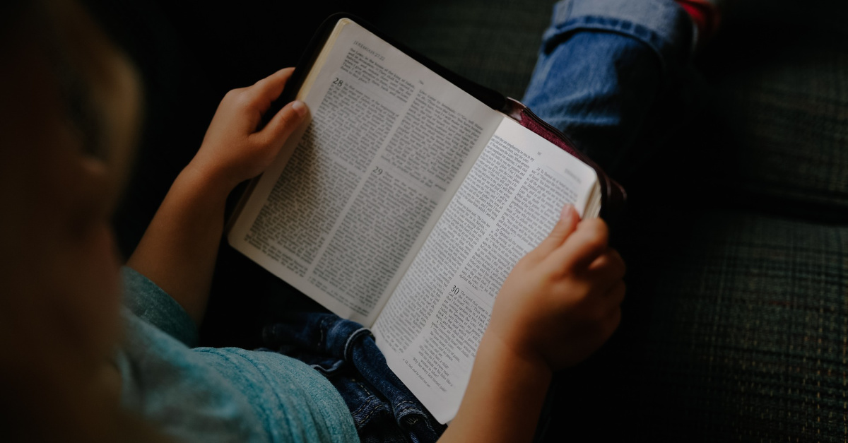 Illinois School Reverses Course after Banning 2nd Grade Girl from Reading Her Bible during Recess