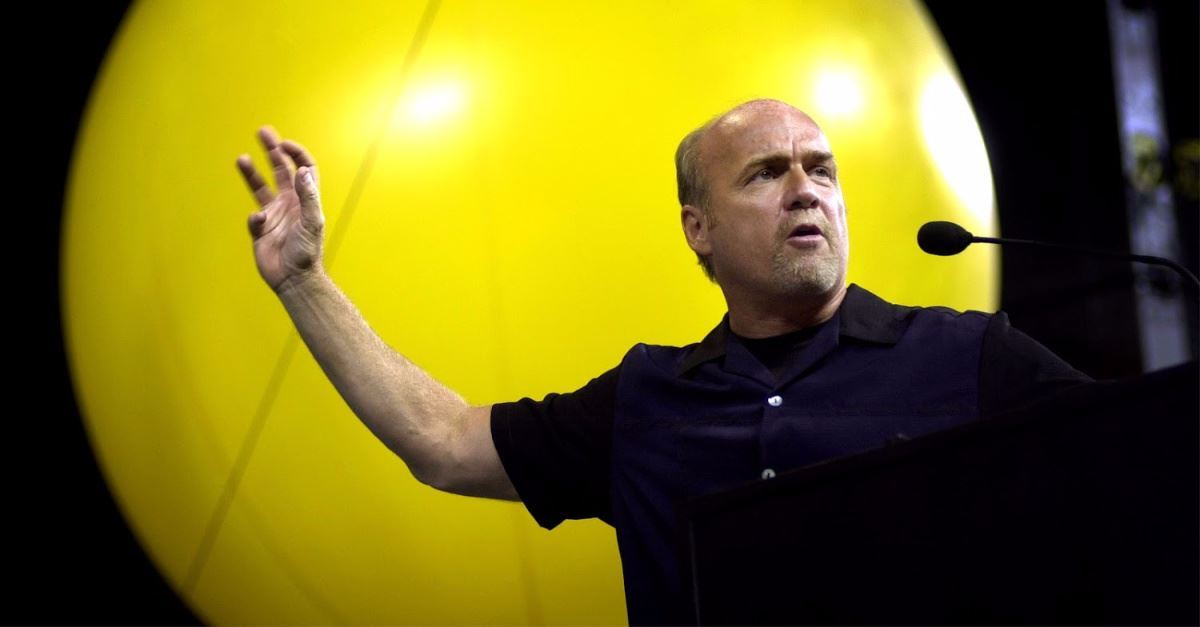 'Be of Good Courage': Greg Laurie Encourages Congregation to Replace Fear of Coronavirus with Faith