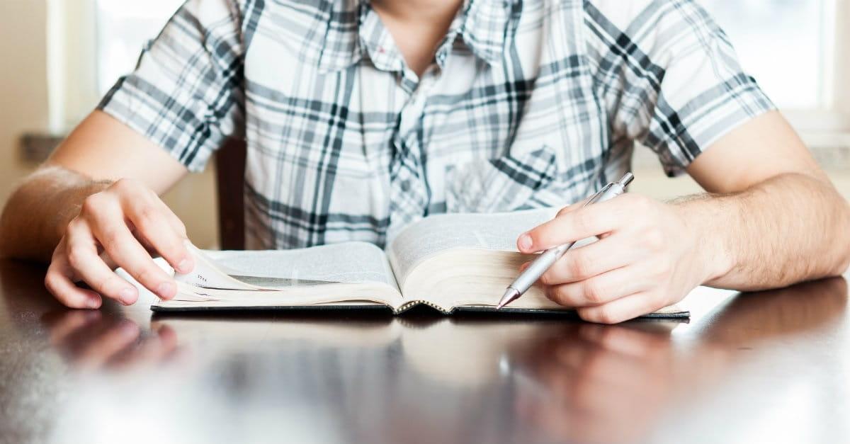 10 errores comunes que cometen las personas al leer el libro de Apocalipsis